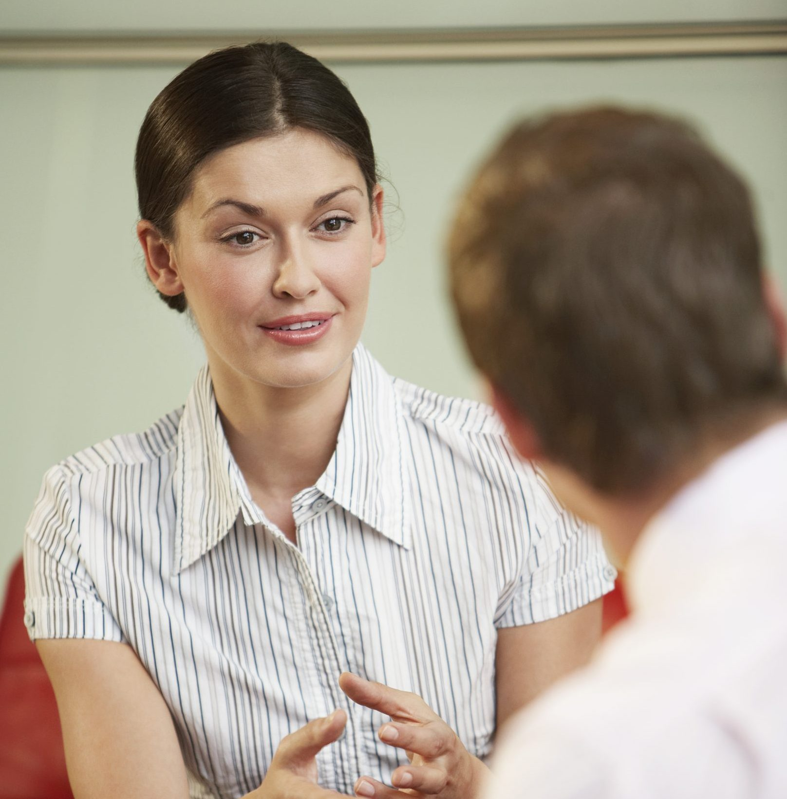 A woman doing an ACCENT REDUCTION MODIFICATION SPEECH THERAPY scaled e1621420578732
